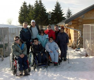 En 2009, séjour en montagne organisé par Oise Habitat et KONE pour cinq adolescents handicapés de la Section d'Education Motrice de Cauffry, issue de l'Association des Paralysés de France.